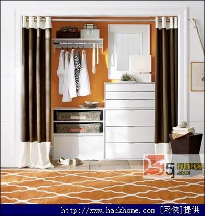 在内框中加穿插的木条予以定型;外框加滑轨和衣柜
